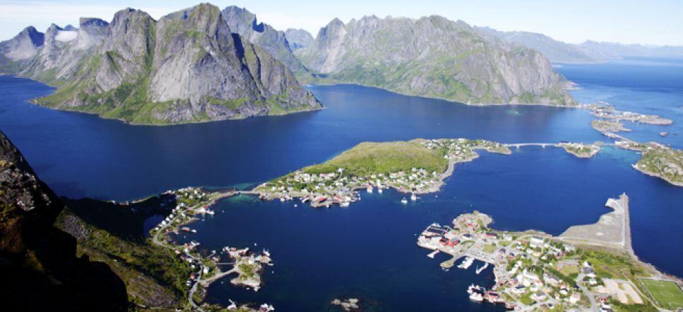Découvrez les iles lofoten en Norvege lors d'une croisière entre mer et montagne