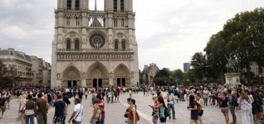 L'entrée à Notre-Dame cathedral