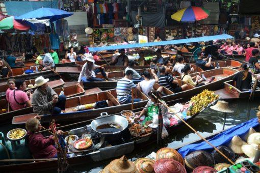 pourquoi un séjour linguistique ? ici un marché flottant